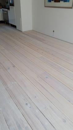 Grenen vloer wit gebeitst door onderhoudvanparket.nl