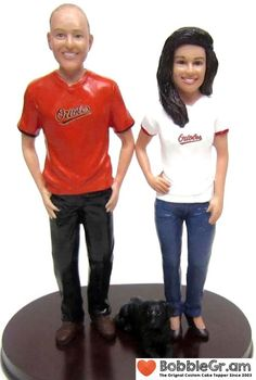 Custom sculpted - any team, colors, logos, numbers and names. Personalize your cake topper with your faces, hairstyles and custom colors. Military Wedding Cakes, Hockey Wedding, Military Cake, Sports Wedding, Wedding Couples, Personalized Wedding Cake Toppers, Custom Cake Toppers, Bride, Numbers