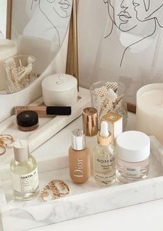 accessories flatlay Happy Sunday (double post because why not ) Makeup Storage, Makeup Organization, Bathroom Organization, Bathroom Ideas, Perfume Organization, Bathroom Interior, Makeup Drawer, Dresser Top Organization, Small Bathroom
