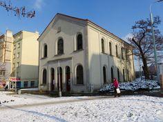 Die Neue Synagoge in Prag-Libeň Czech Republic, Mansions, House Styles, Prague, Mansion Houses, Villas, Luxury Houses, Bohemia, Mansion