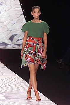 Cacharel Spring 2001 Ready-to-Wear Fashion Show