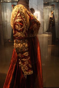 "Custome Lady Capulet in ""Romeo and Juliet"", for the ballet Rudolf Nureyev. Museum of the Paris Opera Lady Capulet Italian Renaissance Dress, Renaissance Garb, Renaissance Fashion, Medieval Costume, Medieval Dress, Medieval Clothing, Historical Costume, Historical Clothing, Larp"