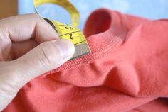 Nähtipp: Ein T-Shirt ohne Schnittmuster nähen – Yingdesign.ch – Bio Stoffe für Künstlerinnen Design, Fashion, Shirt Sewing Patterns, Moda, Fashion Styles, Fashion Illustrations