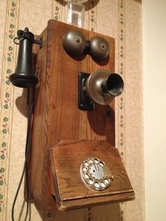 Old-fashioned phone. Love.