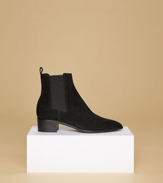 aeyde collection n01 LOU - Elegant ankle boot with pointy tip handcrafted in Italy and made of delicate black suede calfskin leather. Perfect shoe for an effortless, relaxed, and versatile day-to-night look.