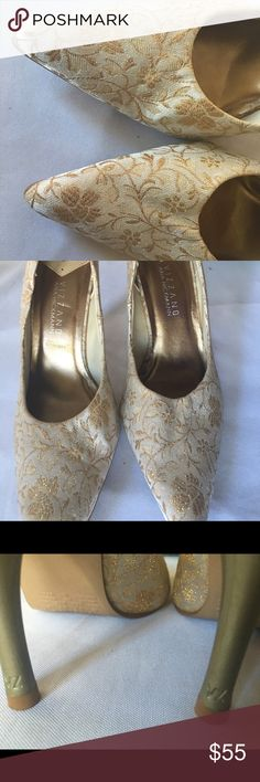 Brazil made pumps Vizzano by Anna Hickman Sz 8 Gorgeous pumps - fabric with golden details purchased for a wedding - never went out to the party! It runs true to size, beautifully done. About 3.5 in heels. Shoes