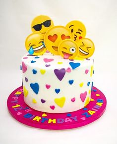Emoji birthday cake More 10 Birthday Cake, 10th Birthday Parties, Birthday Ideas, Fete Marie, Party Mottos, Emoji Cake, Girl Cakes, Savoury Cake, Cute Cakes
