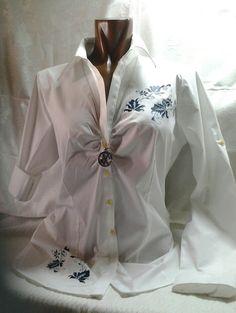 Camisa de tergal pintada a mano con los tradicionales dibujos del bordado mallorquín,  mas en www.carmenoropesa.com