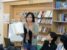 Julia LIU (LIU Siyuan) 燦爛笑容的向日葵女孩: 繪本的欣賞與創作