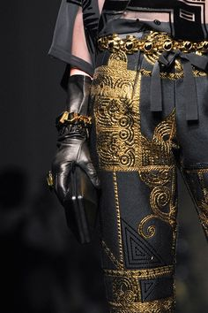 View all the detailed photos of the Jean Paul Gaultier haute couture fall 2015 showing at Paris fashion week. Style Couture, Couture Fashion, Runway Fashion, Womens Fashion, Gold Fashion, Gothic Fashion, Fashion Fashion, Jean Paul Gaultier, Fashion Week
