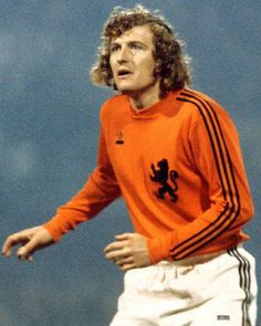 Piet Keizer of Holland at the 1974 World Cup Finals. Retro Football, World Football, Football Soccer, Football Shirts, Football Players, 1974 World Cup, Fifa, Celtic Fc, Vintage Jerseys