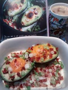 #hartig ontbijt op een frisse zondag #avocado met ei, gedroogde tomaat en lente-ui, afgewerkt met zoete paprikapoeder #PN