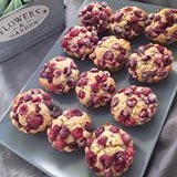 We had raspberry banana muffins for brunch today. We are early risers so, after breakfast, my son usually gets really hungry around 11 am. Of course, most of the time, we are outside, playing so muffins are always a good idea. They are easy to pack, handle and really nourishing. I baked 15 this morning. We had 3 right away, (that is why they are missing from the photo). We took the rest with us in the park and shared them with friends.Briosele cu zmeura si banane au fost brunch-ul nostru pe…