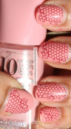 My Beauty Junction: Nail trail: Lace-ish stamping