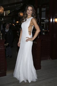 Kate-Beckinsale-Christian-Dior-Cruise-2017-Afterparty-Fashion-Tom-Lorenzo-Site (3)