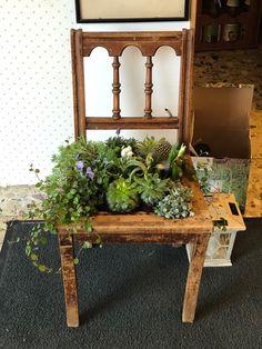 Bepflanzter Stuhl für Grab