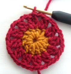 Hekel Idees: Sirkelblom Granny Afrikaans, Crochet Patterns, Squares, Crochet Granny, Crochet Stitches, Afrikaans Language, Crocheting Patterns, Shawl Patterns