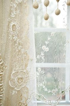 Best Shabby Chic Home Decoration selections for you Shabby Vintage, Vintage Lace, Vintage Pink, Shabby Style, Shabby Chic Pink, Vintage Accessoires, Lace Curtains, French Curtains, Cheap Curtains