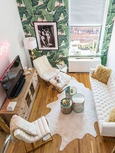A small living room can present a few design challenges, but with the right design ideas, small spaces can be transformed to create magnificent living room. A great way to make a small living room feel larger is to keep… Continue Reading → Small Apartment Living, Small Apartment Decorating, Small Living Rooms, Apartment Design, Small Apartments, Living Room Designs, Small Spaces, Cozy Apartment, Apartment Ideas