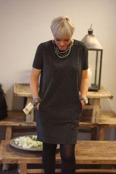 Твигги рассказала о том, как возраст изменил её. Очень интересными представляются советы о том, как должен измениться гардероб женщины, которой за 40. Давайте и мы полистаем эту книгу?