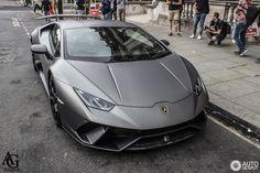 Lamborghini Huracán LP640-4 Performante 3