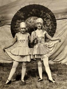 Irene and Trixie circus performers Vintage Circus Photos, Vintage Pictures, Vintage Photographs, Vintage Images, Vintage Carnival, Old Circus, Circus Art, Night Circus, Circus Tents