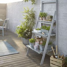 Functionality can often dominate in the garden. Discover garden design ideas for creating functional and Functionality can often dominate in the garden. Discover garden design ideas for creating functional and stylish outdoor living area. Small Garden On A Budget, Garden Design Ideas On A Budget, Herb Garden Design, Big Garden, Small Garden Design, Small Patio, Balcony Garden, Small Garden Storage Ideas, Back Garden Ideas