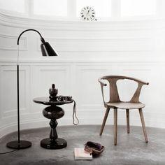 http://www.silvera-eshop.com/4,mobilier-silvera/14,table-d-appoint-gueridon/2466,shuffle-table-mh1-noire.htm