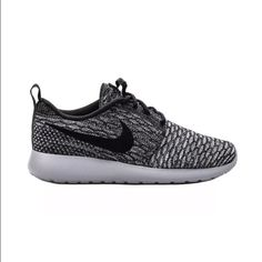 Nike Roshe One Flyknit Women Sz 12 Men Sz 10.5 Nike Roshe One Flyknit Women Sz 12 Men Sz 10.5 Cool Grey Black White 704927 007 