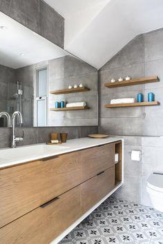 כיור שקוע - אופציה למקלחת ילדים. ריצוף נחמד  אין כמו יפו בלילות: עיצוב דירה בשכונת עג'מי | בניין ודיור Bathroom Design Small, Bathroom Layout, Bathroom Interior Design, Diy Bathroom Remodel, Bathroom Renos, Contemporary Bathrooms, Modern Bathroom, Childrens Bathroom, Small Sink
