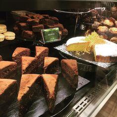 Altro treno altra stazione altra colazione.  . . #breakfast #stazione #station #travel #coffee #caffe #cake #bakery #bologna #emiliaromagna #dessert #sugar #foodie #foodlover #foodlovers #colazione #colazionetime #brownies #vyta