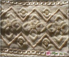 Marca: Karsten, 99% algodão e 1% viscose  Medida: 33 x 50cm  Cor: creme (canelada)  Trabalho: Linha creme e bege, pérolas creme e renda guipir creme.