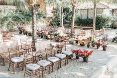 Casamento na praia: Carolina & Lucas - Inesquecível Casamento Wedding Decorations, Table Decorations, Wedding Day, Home Decor, Boho Wedding Decorations, Wedding Boutonniere, Wedding On The Beach, Weddings, Parties