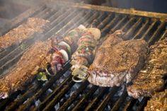 """Carne azada Coahuila México.   Lo mejor que se come en esta tierra es la carne, tanto de res como de cabra y puerco, al contar en algunas regiones con alta produccion ganadera, los tipicos platillos giran en torno a este producto, se realizan extraordinarios guisos como la barbacoa, discada, picadillo, chicharron, cortadillo y carne deshebrada con los que se rellenan las tradicionales """"gorditas"""", pequeñas y gruesas tortillas de harina."""