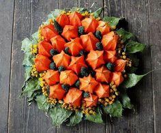 Arrangement aus getrockneten Lampionblumen und Blättern