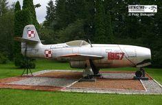 """Jak- 23 Samolot Jak-23 """"1957"""" stoi na terenie Wojskowego Ośrodka Szkoleniowo-Kondycyjnego """"Gronik"""" (PB) Model Airplanes, Military Aircraft, Aviation, Vehicles, Eastern Europe, Jets, Flora, Polish, Museum"""