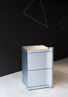 The mobile waste element, another piece in the solitaire collection, can be placed anywhere it is needed. Fitted with wheels, it can move freely around the kitchen or any other room. The lid lifts up to allow owners to remove waste quickly and easily. www.bulthaup.com #bulthaup #kitchens #modernkitchens