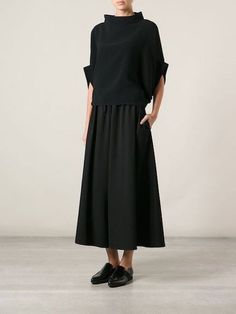 Yohji Yamamoto shortened the pants with a wide leg -You can find Yohji yamamoto and more on our website.Yohji Yamamoto shortened the pants with a wide leg - Mode Outfits, Fashion Outfits, Womens Fashion, Fashion 2018, Fashion Brands, Looks Style, Style Me, Cropped Wide Leg Trousers, Wide Legged Pants