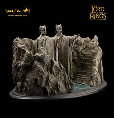 Argonath. Lord of the rings bookends