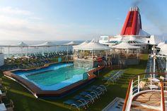 Cruzeiros de navios com piscinas, teatros e spa