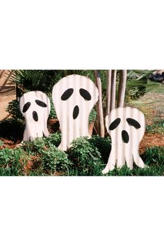 set of three scrap metal ghosts yard art stakes