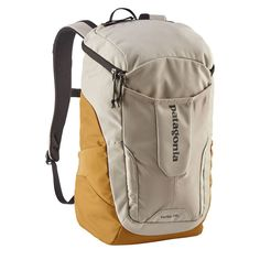 A top-loading day pack is perfect for picnics, hikes, and trips to the beach ?so long as the pack itself has the quality and durability to withstand the elements. Enter the Patagonia Pelican Yerba Pack top-loading pack. Patagonia Backpack, Patagonia Bags, Best Hiking Boots, Hiking Shoes, Backpack Bags, Leather Backpack, Popular Backpacks, Day Backpacks, Stylish Boots