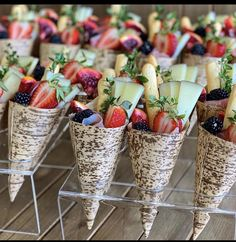 Party Food Buffet, Party Platters, Food Platters, Charcuterie Recipes, Charcuterie And Cheese Board, Cheese Boards, Brunch Wedding, Wedding Meals, Wedding Picnic