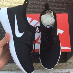 Nike Shoes - Nike authentic women's shoes Sz 6.5 new