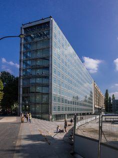 Arab World Institute, Paris - Jean Nouvel Arab World, Jean Nouvel, High Rise Building, Interesting Buildings, Modern Architecture, Facade, Skyscraper, Louvre, Exterior