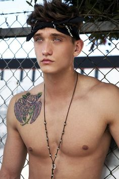 CODY SAINTGNUE / ACTOR / MODEL ! SHIRTLESS ! I LOVE THIS BLUE EYE´S !