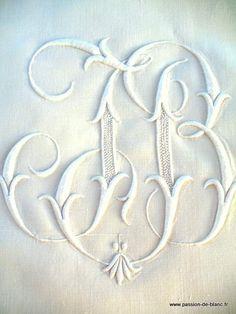 Articles vendus > Linge ancien de lit > LINGE ANCIEN/ Superbe grand drap brodé en pur fil monogramme JB - Passion de Blanc - Broderie ancienne - Antique & Vintage French linen