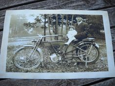 Original 1910 Harley Davidson Motorcycle P Harley Davidson History, Vintage Harley Davidson, Harley Davidson Motorcycles, Girls Dream, Old Photos, Breeze, Biker, Child, Mom