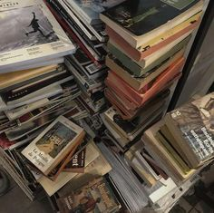 Book Aesthetic, Aesthetic Vintage, Aesthetic Pictures, Aesthetic Dark, City Aesthetic, Photowall Ideas, Dream Life, Mood Boards, Book Worms
