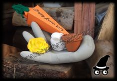 Concrete Cement Hand - Clay Flower and Easter Bunny - Carrot Easter Gift Bags Boxes - Terracotta Pot planted with Watercress Sprouts. Hessian Crafts, Easter Gift Bags, Easter Table Decorations, Coffee Crafts, Herb Pots, Clay Flowers, Tea Light Candles, Easter Crafts, Craft Gifts
